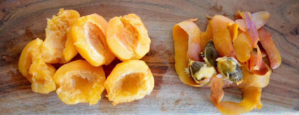 Abricots épluchés et dénoyautés