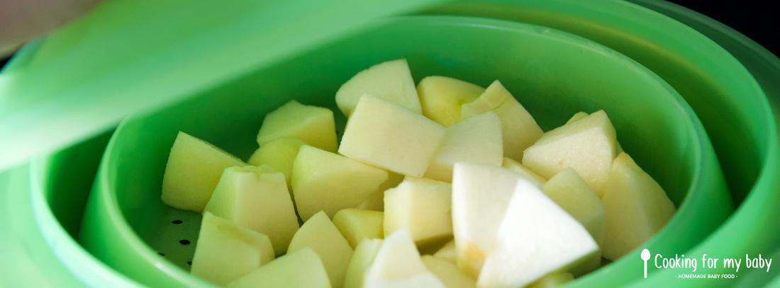 Cuisson vapeur de la pomme pour la compote de bébé