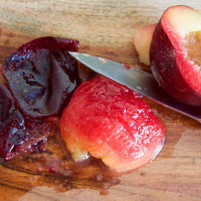 prune-coupees-en-deux