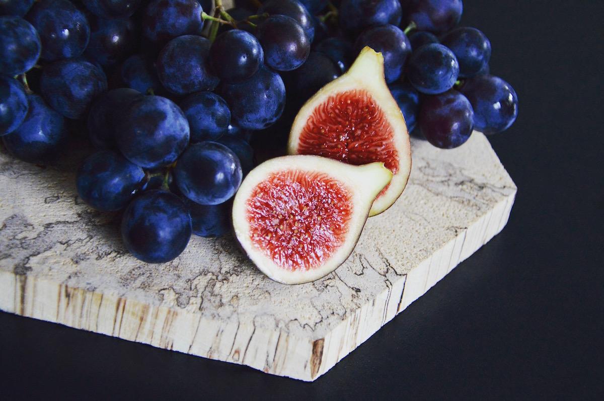 Figues fraîches et raisin pour bébé