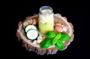 Recette de courgette et oeuf brouillé au basilic frais et parmesan pour bébé