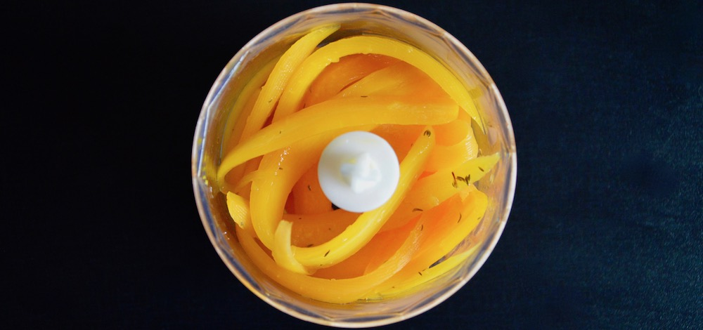 Mixage des carottes glacées à l'orange pour bébé