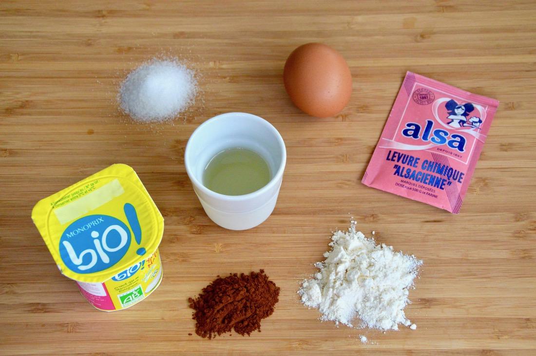 Ingrédients pour le premier gâteau d'anniversaire de bébé