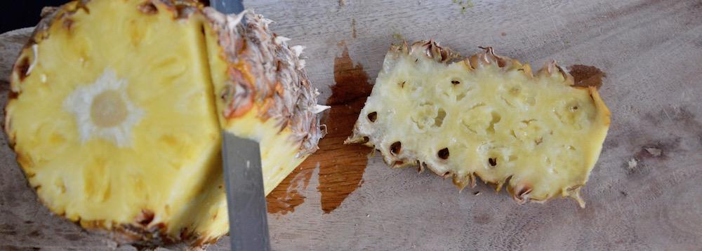 Éplucher un ananas pour bébé