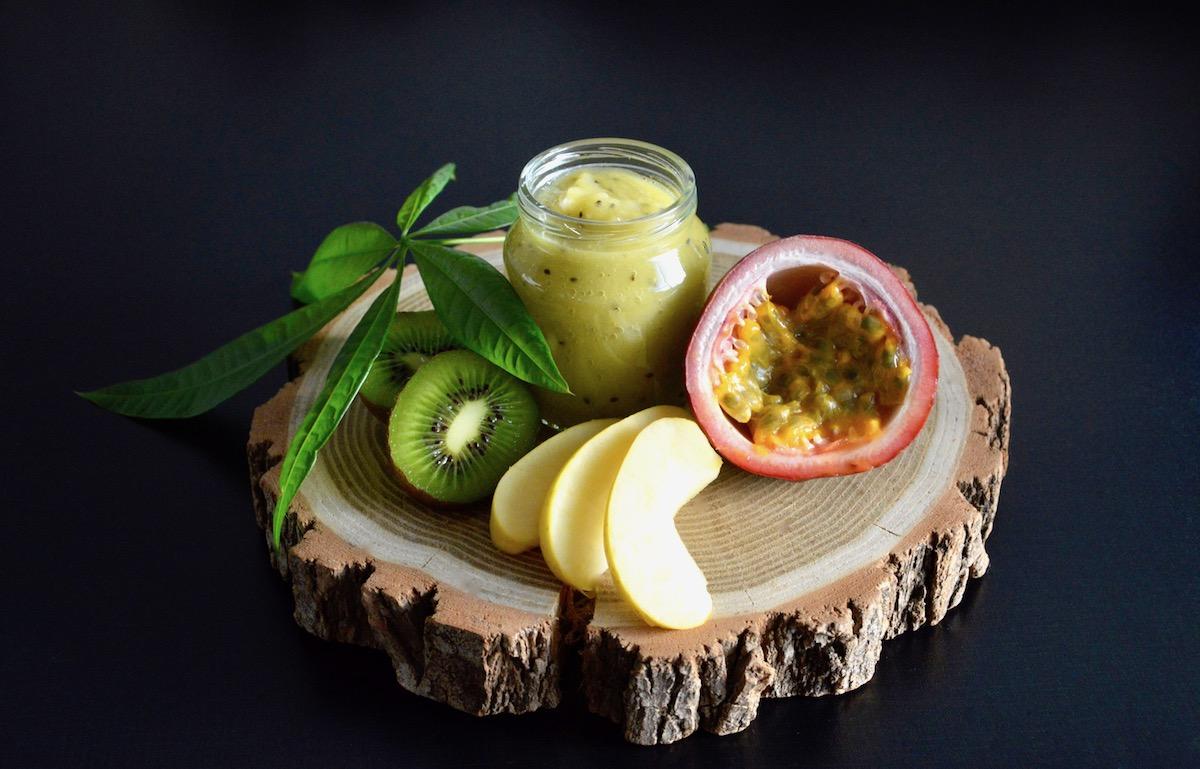 recette de compote pomme kiwi et fruit de la passion pour b b d s 12 mois cooking for my baby. Black Bedroom Furniture Sets. Home Design Ideas