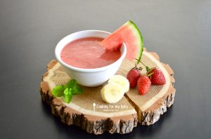 Soupe de fruits frais : Pastèque, fraise et banane avec touche de menthe pour bébé (Dès 8 mois)