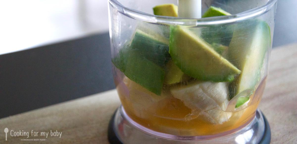 Avocat, banane et clémentine dans mixeur