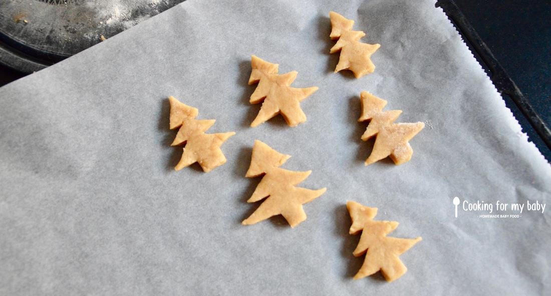 Biscuits en forme de sapin de Noël pour bébé