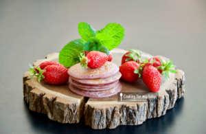 Recette de pancakes moelleux à la fraise pour bébé (sans oeuf, sans lait, dès 11 mois)