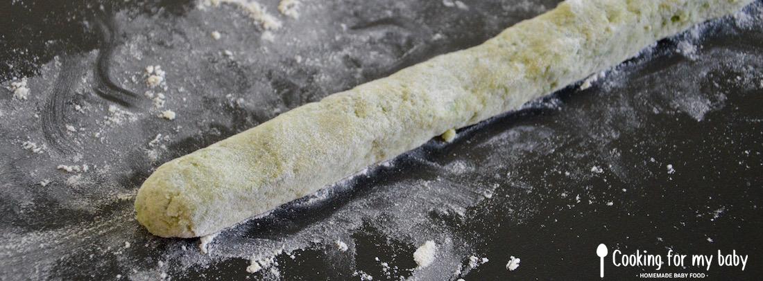 Préparation des gnocchis de haricots verts pour bébé