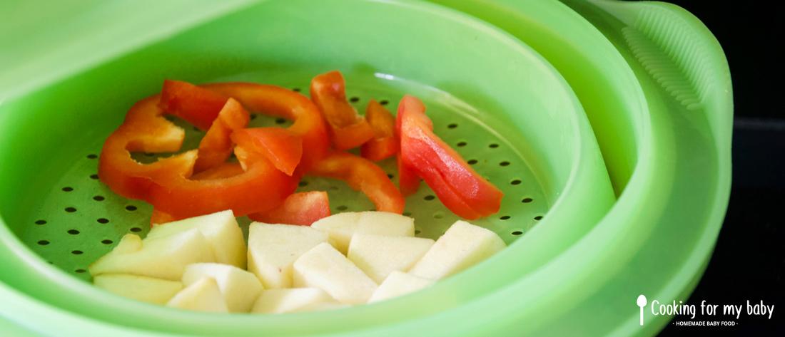 Cuisson de la pomme et du poivron rouge pour bébé