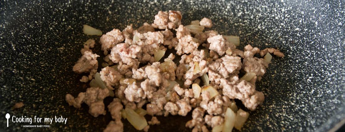 Viande hachée de boeuf et oignons pour bébé