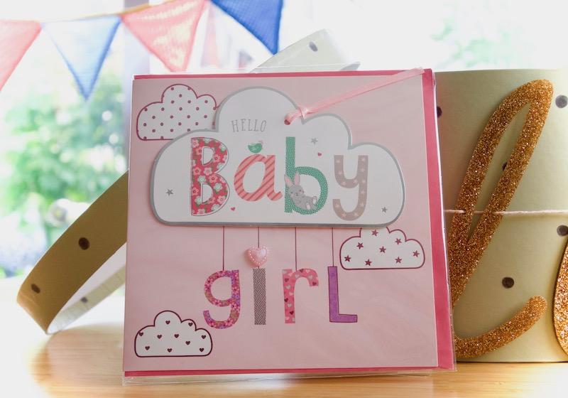 Carte postale dans la boîte à grande soeur ou boîte à grand frère