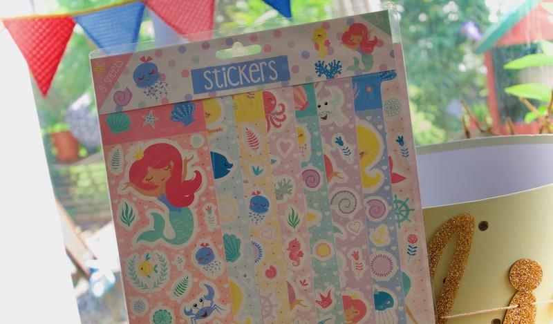 Stickers ou gommettes dans la boîte à grande soeur ou boîte à grand frère