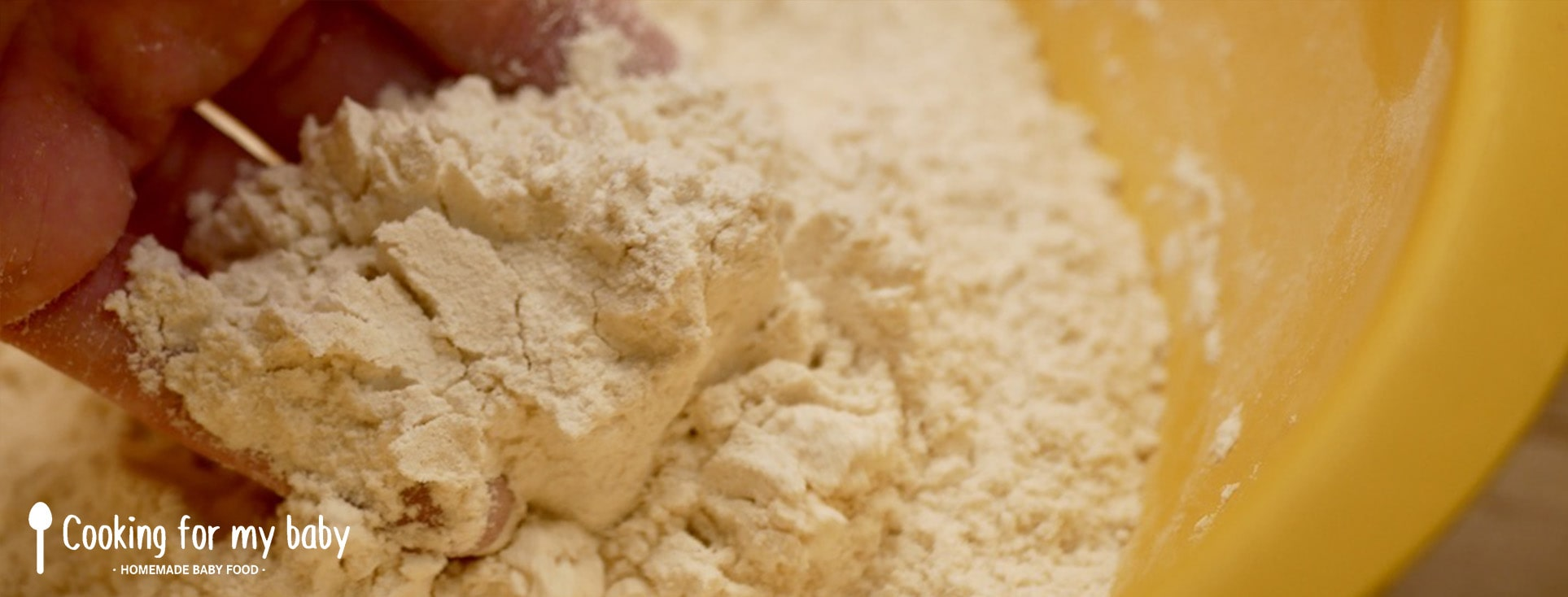 Mélanger ingrédients secs pour pains burgers briochés