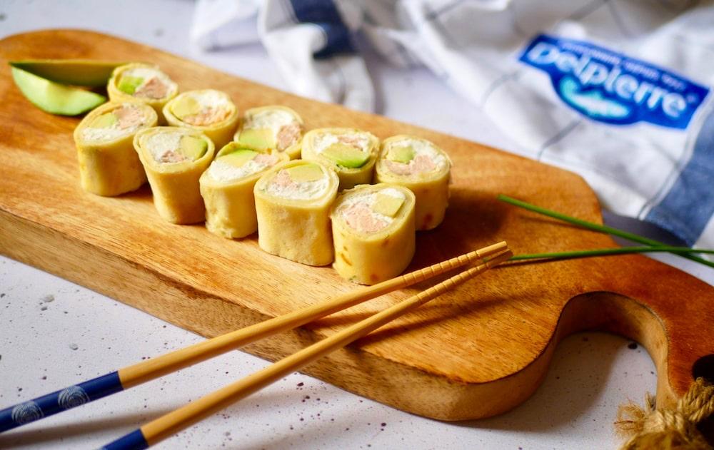 Makis crêpes ciboulette, fromage frais, avocat et saumon sauvage