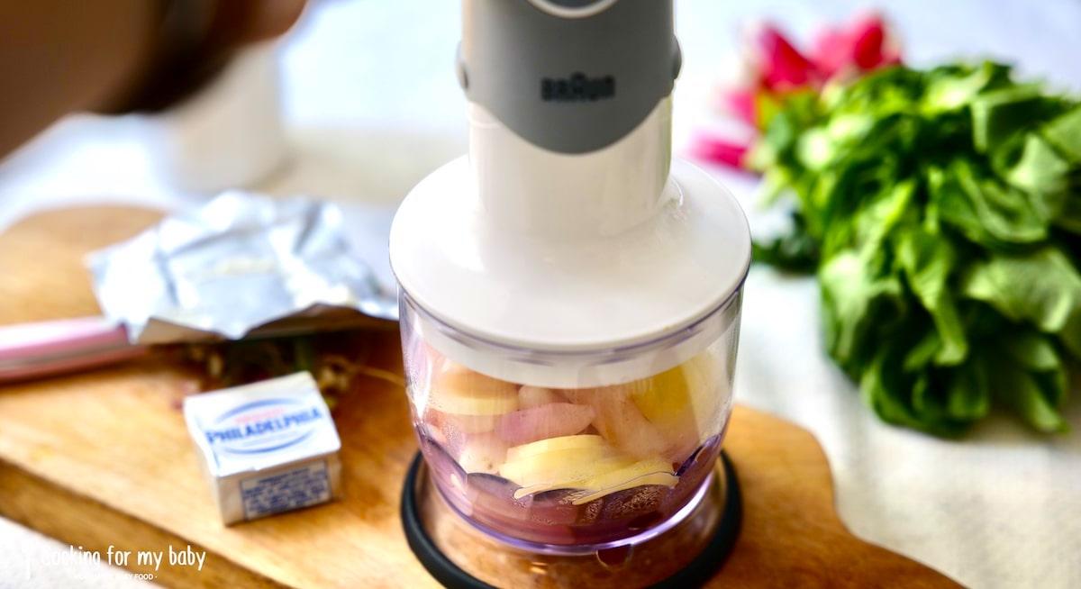 Mixeur pour la recette de radis rose et pomme de terre